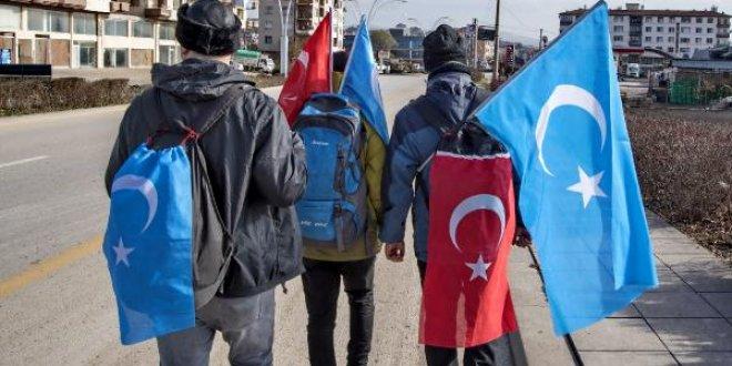 Uygur Türkleri'ne zulmü protesto için yürüyorlar