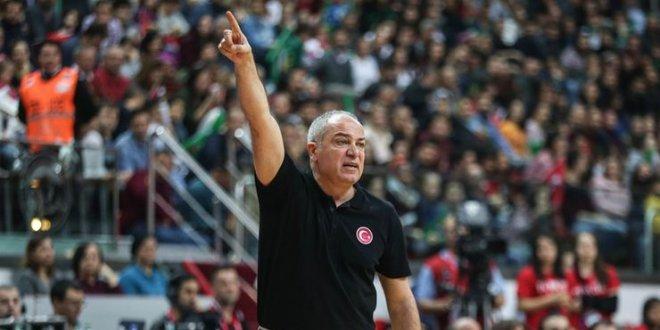 A Milli Kadın Basketbol Takımı'da Ekrem Memnun ile yollar ayrıldı