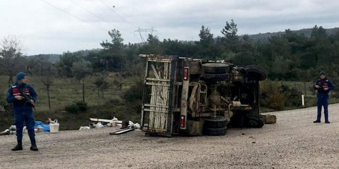 Balıkesir'de kamyonla otomobil çarpıştı: 30 yaralı