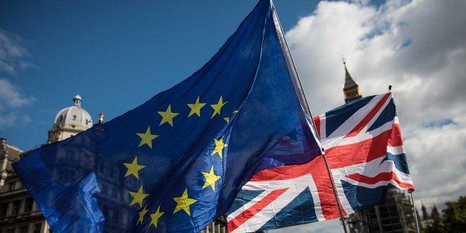 İngiltere'de Brexit oylaması ertelendi