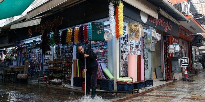 İzmir ve Bodrum sağanağa teslim