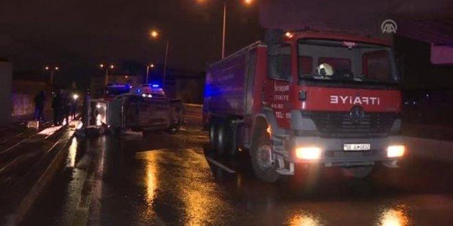 Ankara'da virajı alamayan minibüs devrildi: 5 yaralı