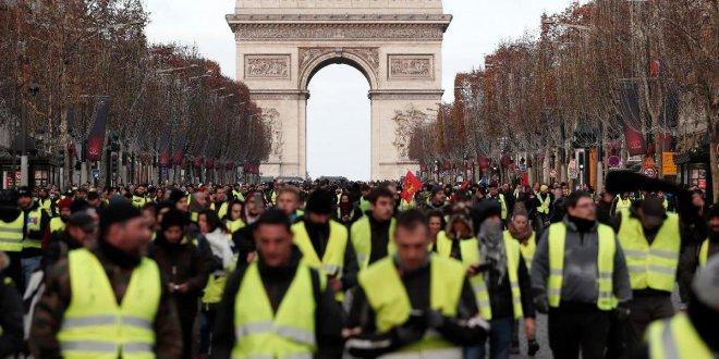 Macron'un 'geri adımı' yeterli olmadı