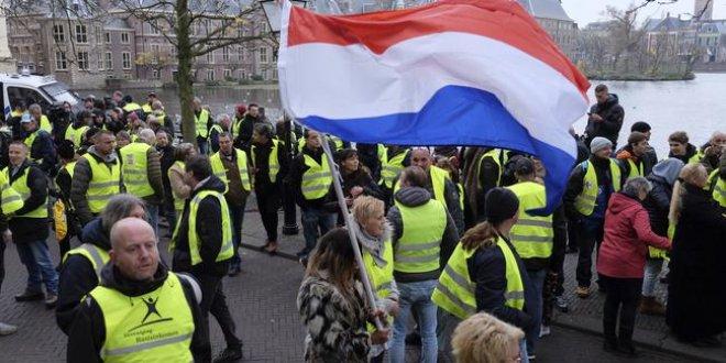 Hollanda'da 'Kırmızı Yelekliler' alarmı