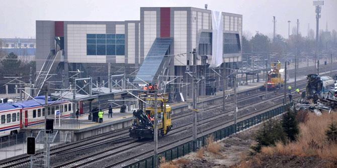 Tren kazasında enkaz kaldırıldı, banliyö seferleri başlayacak