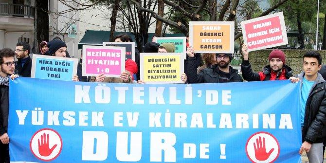 öğrenciler yüksek kiraları protesto etmek için eylem yaptı
