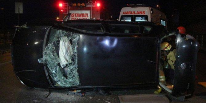 Beyoğlu'nda kaldırıma çarpan araç takla attı: 1 yaralı