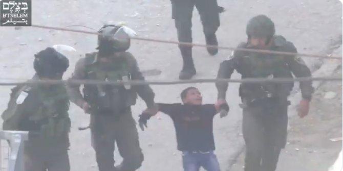 İsrail askerleri 6 yaşındaki Filistinli çocuğu götürdü