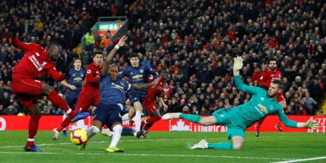 Liverpool, Manchester United'ı farklı mağlup etti