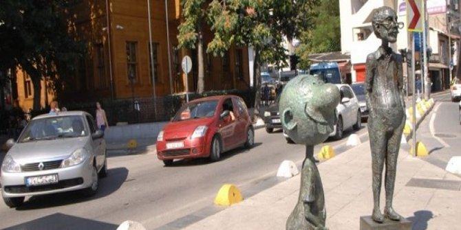 Avanak Avni'nin heykeli çalındı