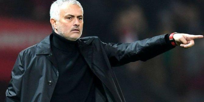 Manchester United Mourinho ile yollarını ayırdı