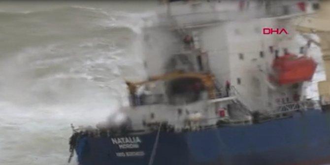 Şile'de karaya oturan gemideki mürettebat için kurtarma operasyonu