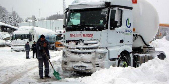 Bolu Dağı geçişi TIR ve kamyonlara kapatıldı