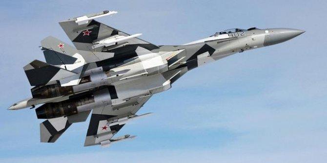 Rusya'da savaş uçakları çarpıştı