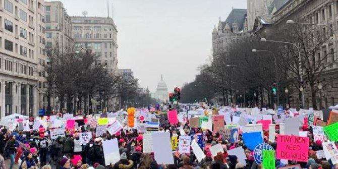 Binlerce kadın, Donald Trump'ı protesto etti
