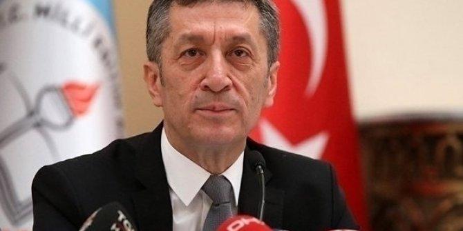Milli Eğitim Bakanı Ziya Selçuk derslerin azalacağını açıkladı