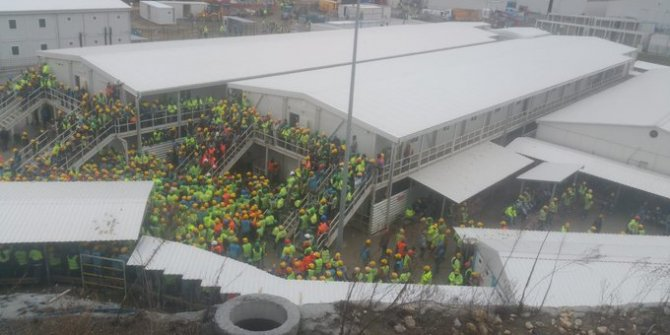 Şehir hastanesi işçileri kötü yemekleri protesto etti