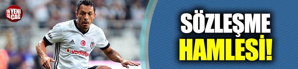 Adriano Beşiktaş ile sözleşme yenileyecek