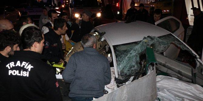 TEM'de feci kaza! Bariyer ok gibi saplandı