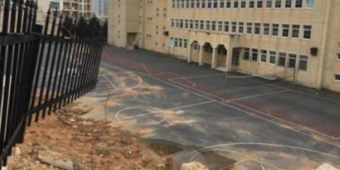 İstinat duvarı okul bahçesine devrildi