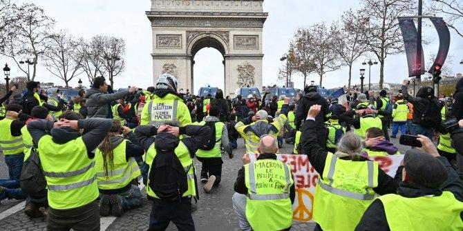 Fransa'daki Sarı Yelekliler protestolarında 11 kişi hayatını kaybetti