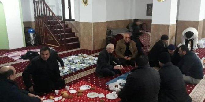 AKP'li Başkandan camide kahvaltılı seçim toplantısı!