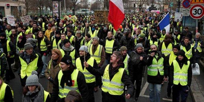 """Fransızlardan Sarı Yelekliler'e tepki: """"Eylemler dursun"""""""