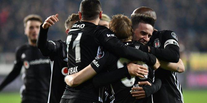 Beşiktaş'ın orta saha oyuncularından forvet performansı