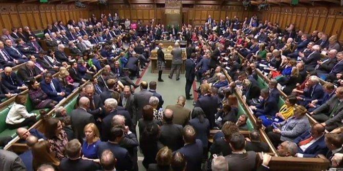İngiltere istifalarla sarsılıyor!