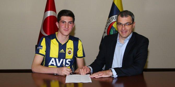 Fenerbahçe, Osman Ertuğrul Çetin ile profesyonel sözleşme imzaladı
