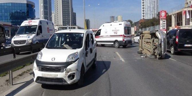 İki kişinin yaralandığı kaza E-5'i kilitledi