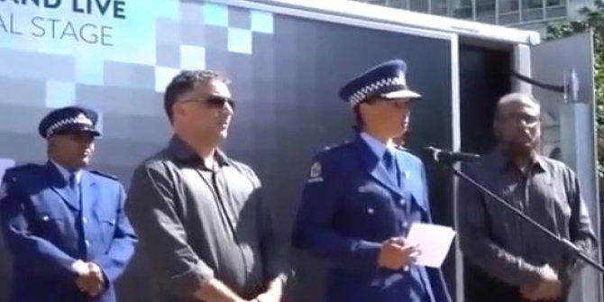 Yeni Zelanda'da Polis Şefi gözyaşlarına boğuldu