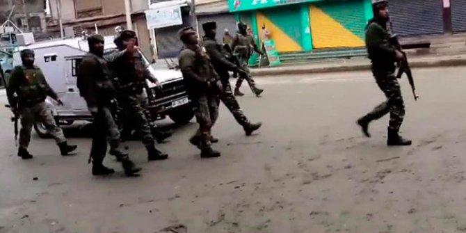 Keşmir'de el bombalı saldırıda 3 Hint güvenlik görevlisi yaralandı