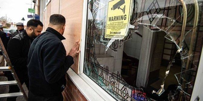 İngiltere'de 4 camiye balyozla saldırı!
