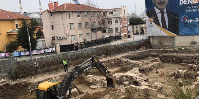 Tarihi Osmanlı hamamına kepçeyle girdiler!