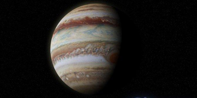 Jüpiter Güneş'e 4 kat daha uzak mesafedeymiş