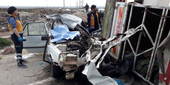 Kazada sürücü ve eşi öldü, 5 çocuk yaralı