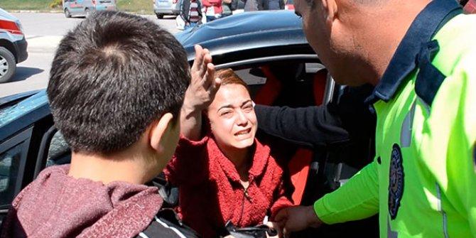 Çarptığı kadın ağır yaralandı, sürücü otomobiline ağladı
