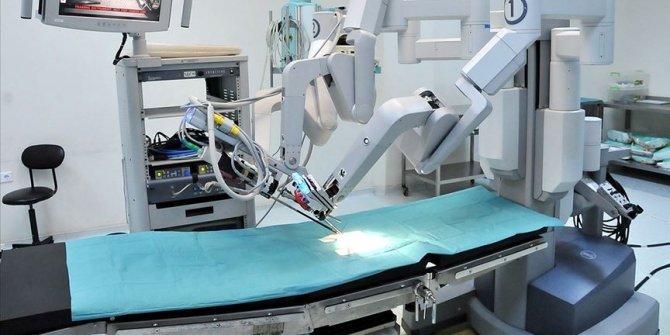 Kalpte robotik ameliyatlar açık cerrahiye son vermeye aday
