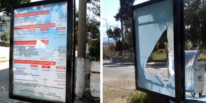 AKP'den kalan borçların asıldığı billboardlara saldırı