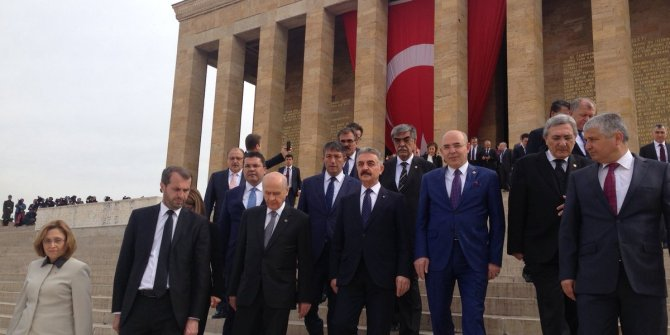 Bahçeli ile Kılıçdaroğlu Anıtkabir'de karşılaştı