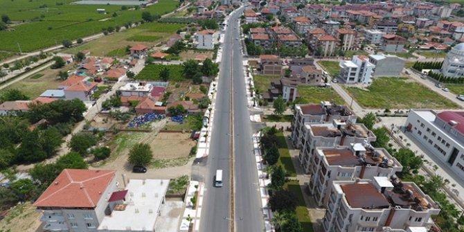 Alaşehir Belediyesi'nin borçlarını afişle duyurdu