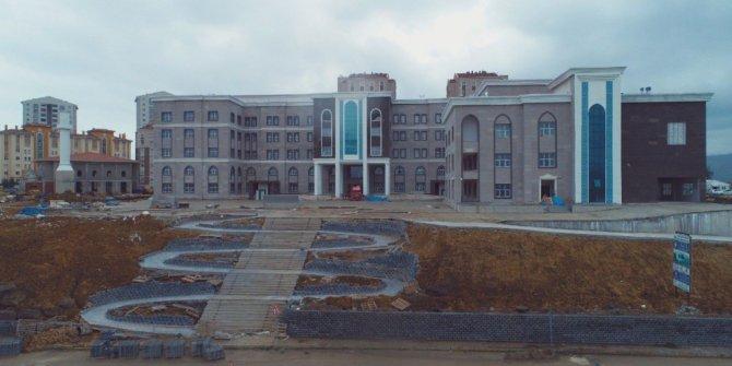 AKP'den kalan borcu ödemek için belediye binasını satacak