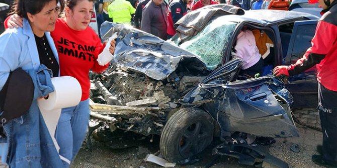 Bolu'da işçi servisi ile otomobil çarpıştı