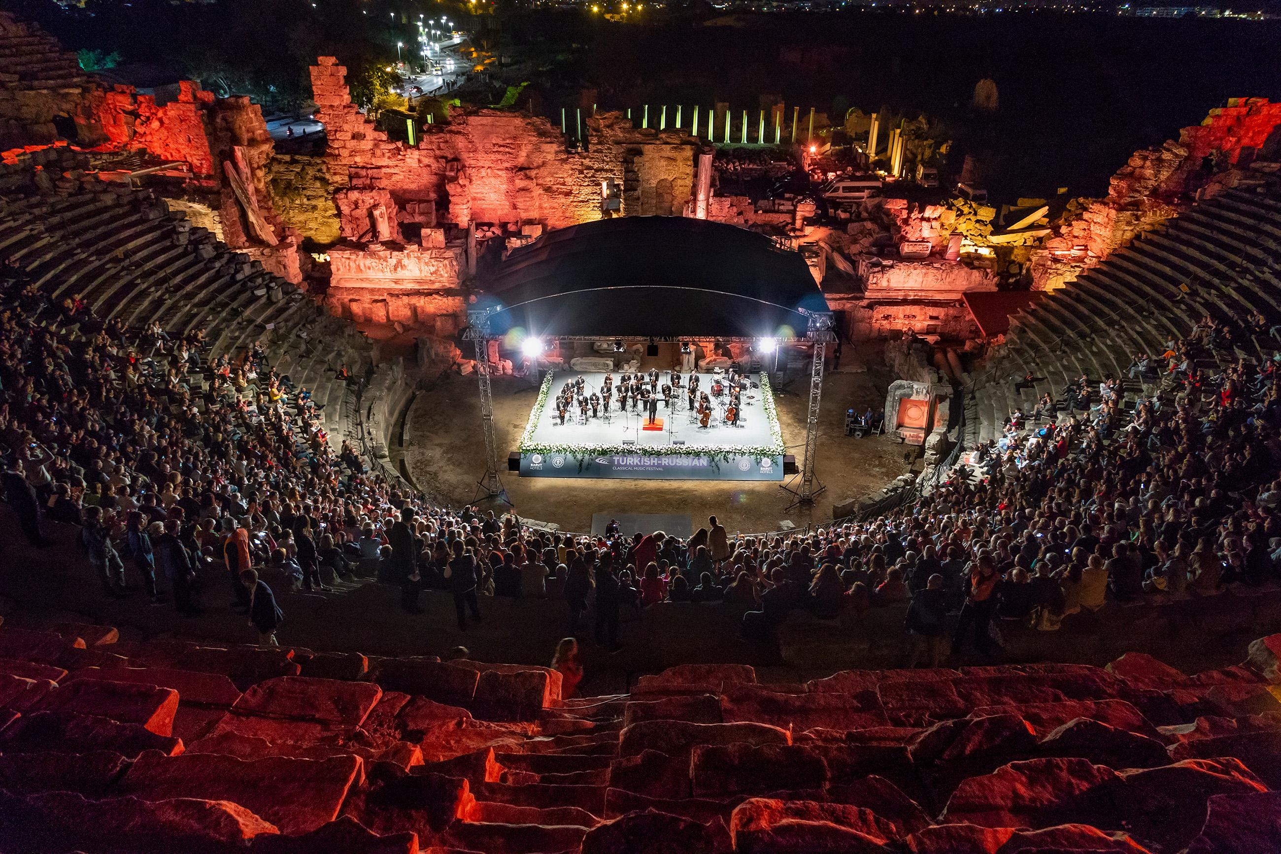 Türk-Rus Klasik Müzik Festivali'ne antik tiyatroda muhteşem kapanış