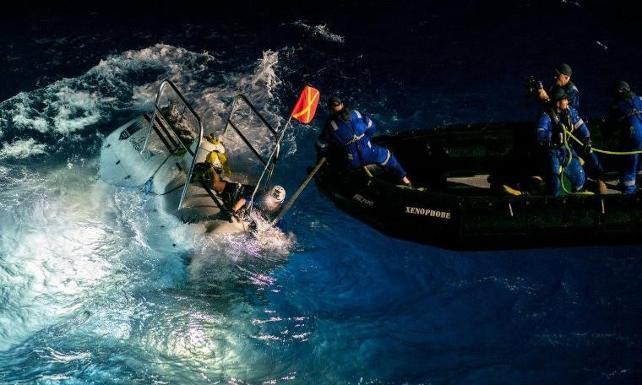 Victor Vescovo'nun rekor dalışı: 11 kilometre derinde plastik bulundu