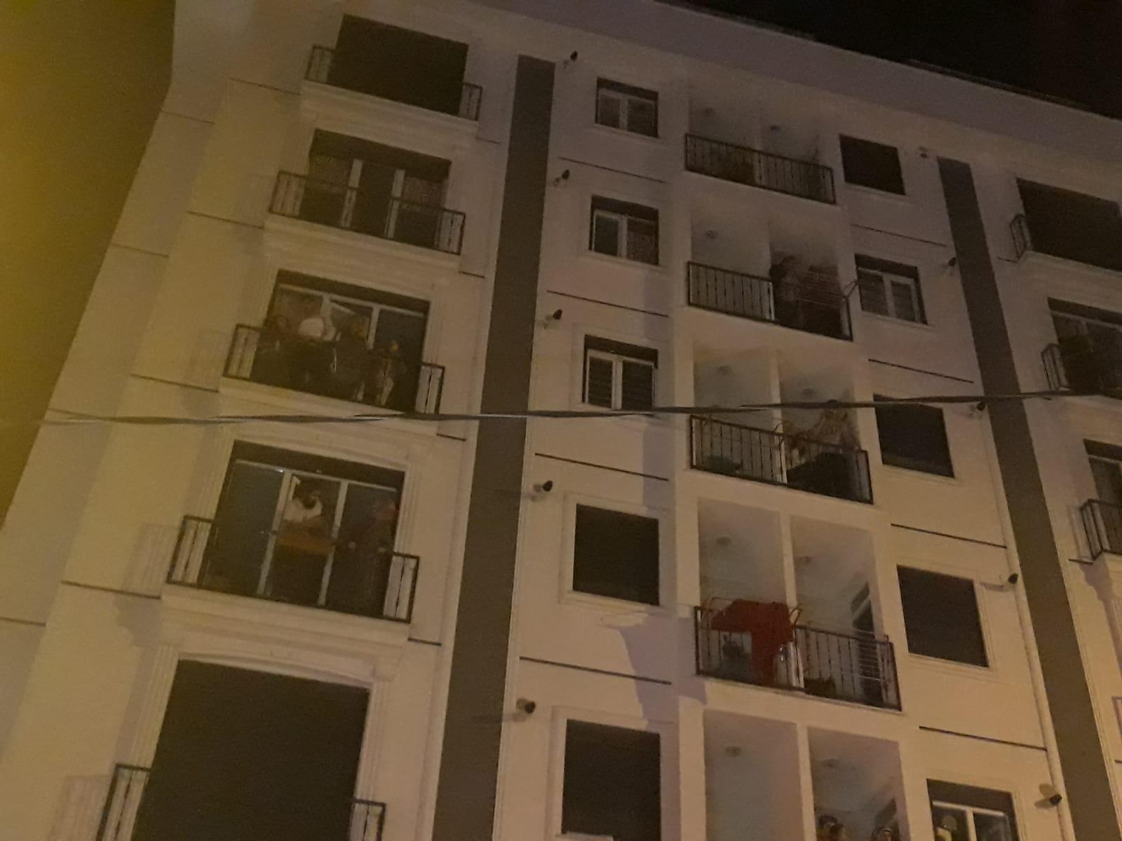 Kartal'da 6 katlı binada yangın