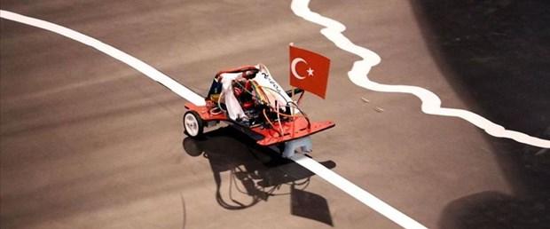 Öğrencilerin robotları 'egemenlik yolunda' yarıştı