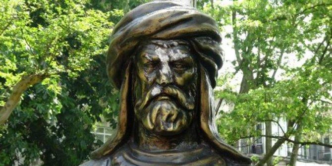 Maçka Parkı'ndaki Osman Bey büstüne saldırı