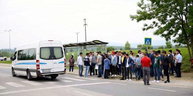 Sakarya'da dolmuşçularla öğrenciler birbirine girdi
